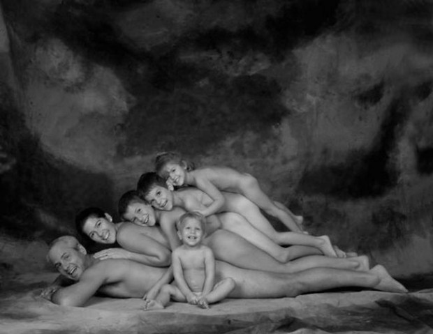 The-21-Most-Awkward-Family-Photos06-620x