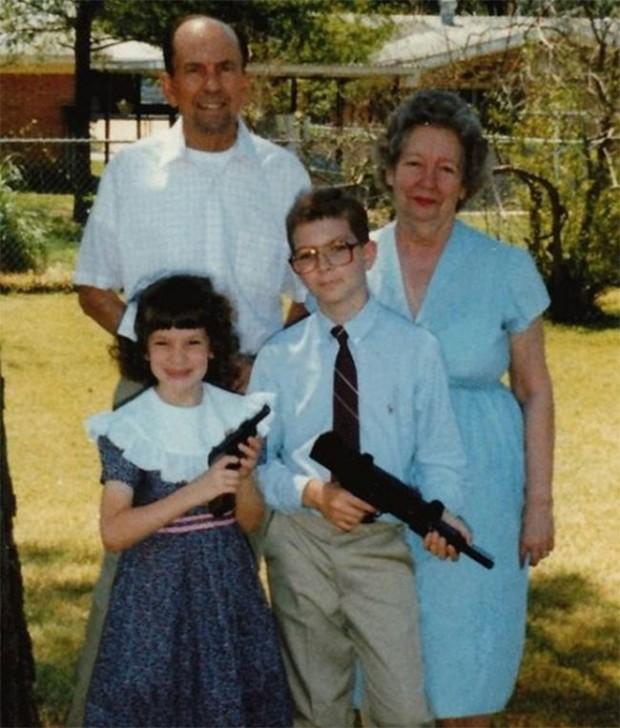 The-21-Most-Awkward-Family-Photos16-620x