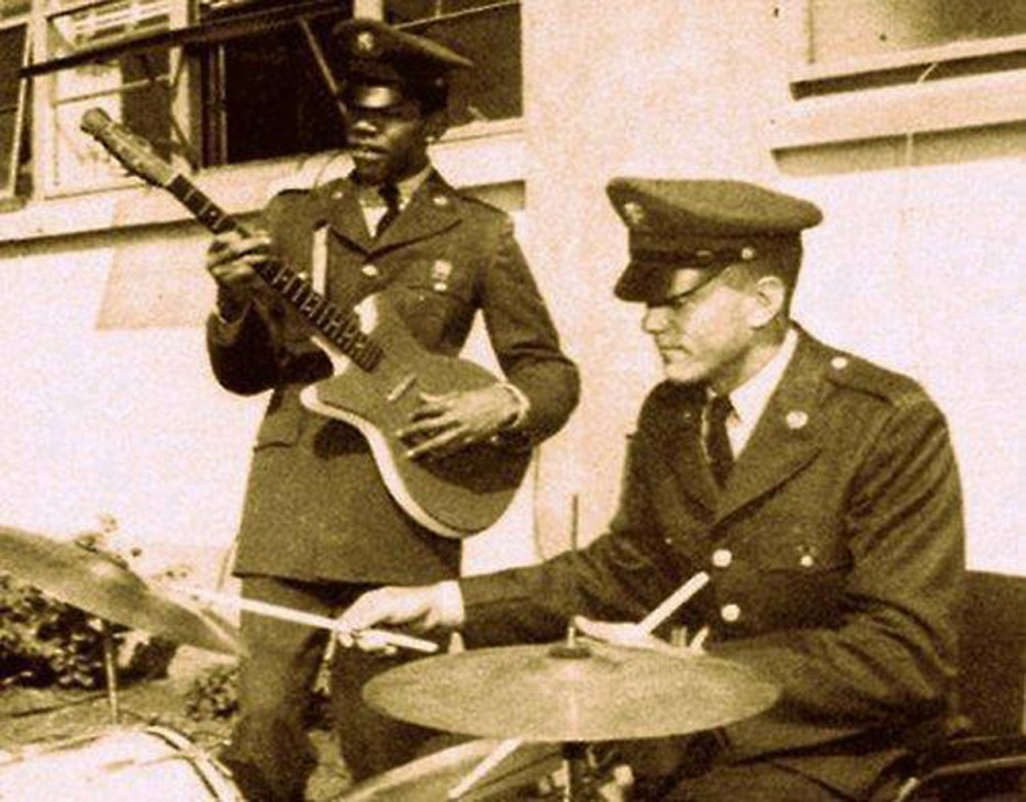 Jimi Hendrix playing with the 101st Airborne while stationed in Kentucky [1962]