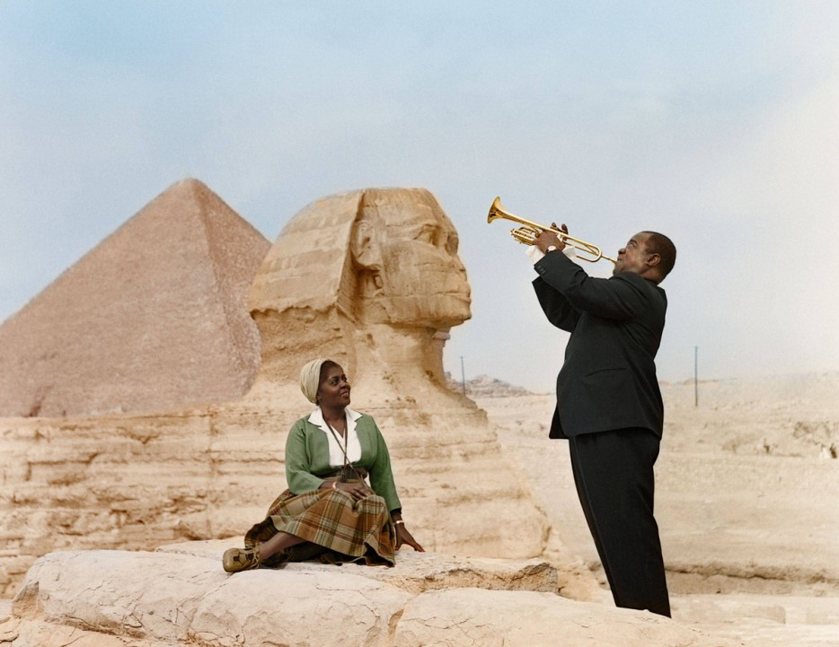 Louis Armstrong serenades his wife at the Sphinx